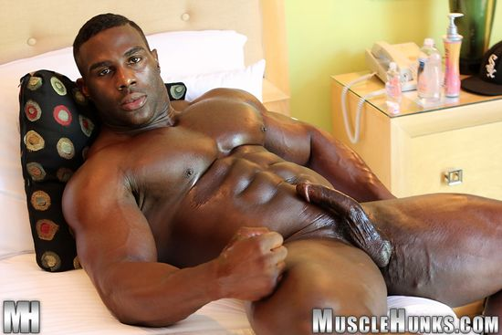 MuscleHunks Aden Taylor