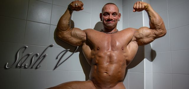 Sash V in Muscle Show-Off