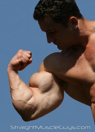 Straight Muscle Guys Major Gunz