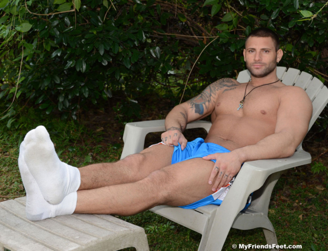 Mike Buffalaris Size 11 Bare Feet & Socks