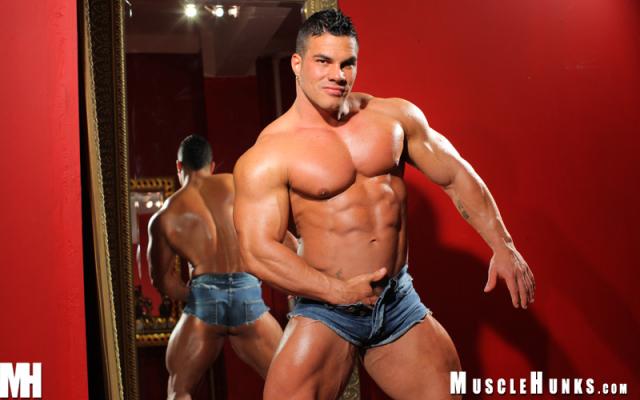 MuscleHunks Enzo Pileri