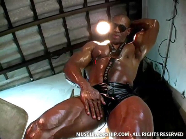 Cleber-Reis-Muscle-Worship-08