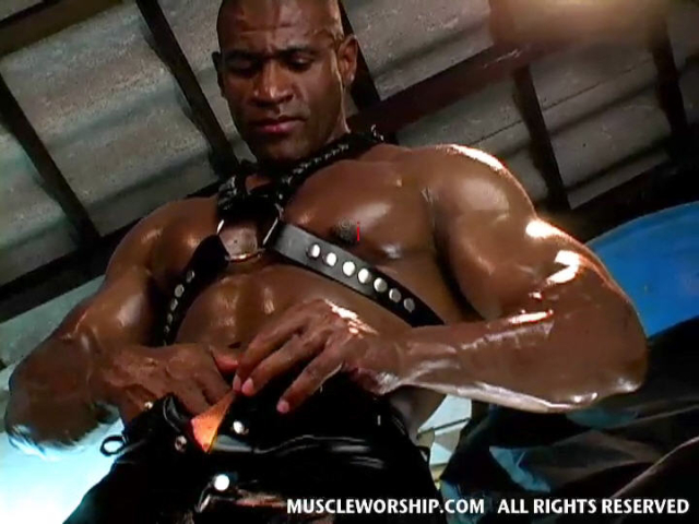 Cleber-Reis-Muscle-Worship-11