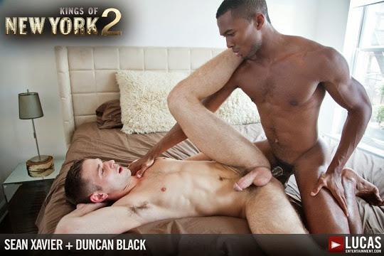 Duncan Black Prepares Himself to Take Sean Xaviers Monster Cock