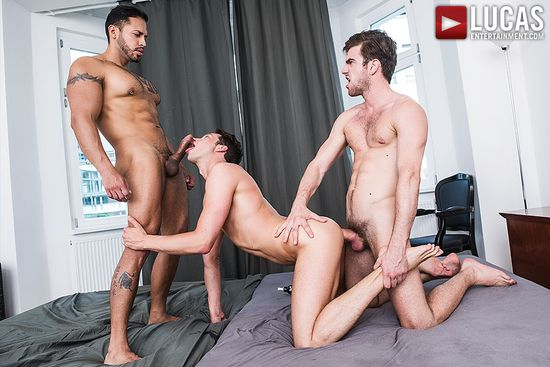 Zander Craze Shares His Meat With Damon Heart And Viktor Rom_08