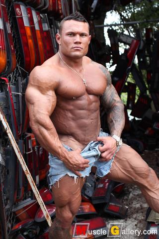 048 Marius Graatrud at MuscleGallery