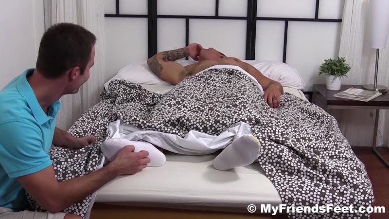 Cameron Foot Worships Gorgeous Sebastian Young