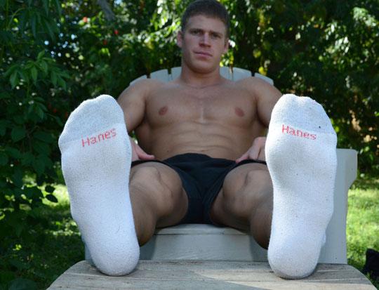 Viggo's White Socks and Amazing Size 11 Feet