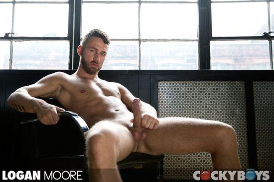 Logan Moore & Tryp Bates: Flip-Fuck