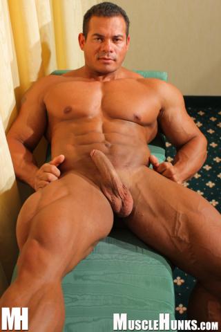 MuscleHunks Tito Ortiz