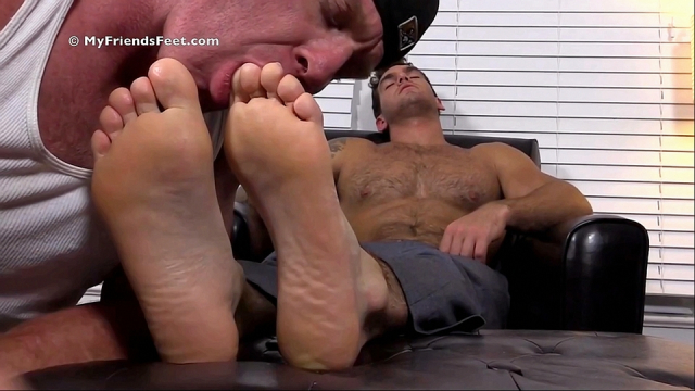 Chases-first-foot-worship-8