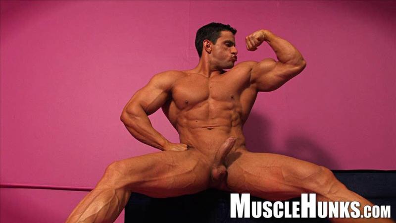 MuscleHunks Macho Nacho
