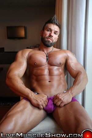 Gay bodybuilder Nude