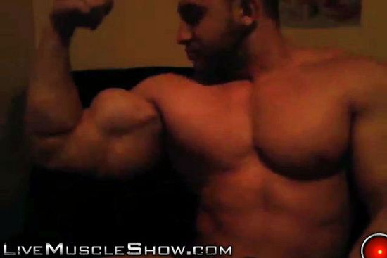 LiveMuscleShow Dennis