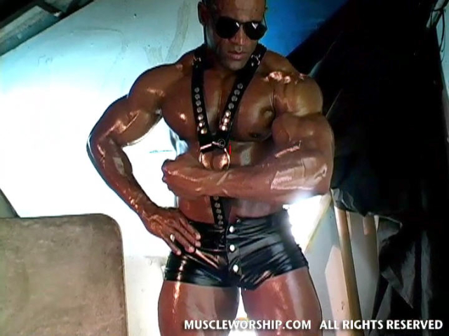Cleber-Reis-Muscle-Worship-03