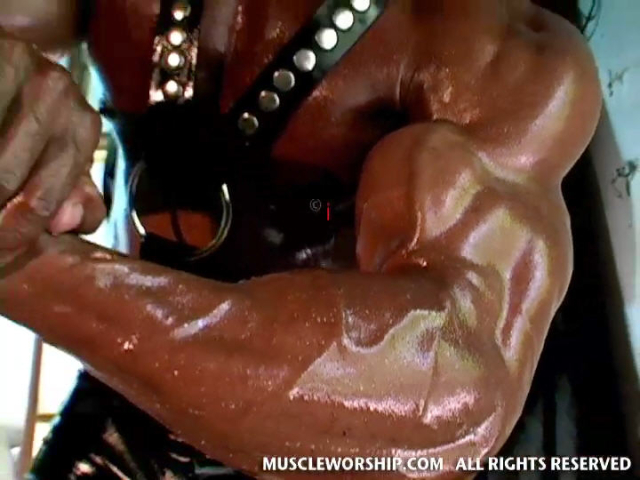 Cleber-Reis-Muscle-Worship-04