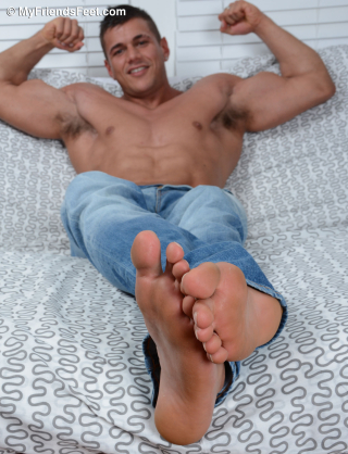Joshua Shows Off His Size 11 Bare Feet & Flip-Flops_049
