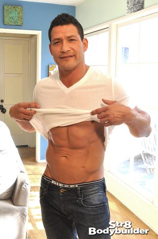 Str8 Bodybuilder Oscar Maxx and Julez Ventura