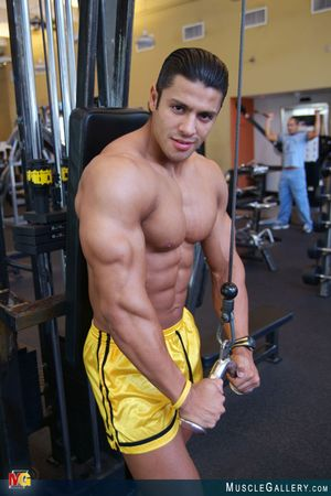 MuscleGallery Ricardo Delgado-04p3