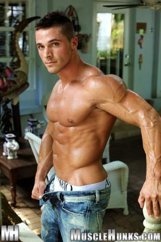 MuscleHunks Joey van Damme