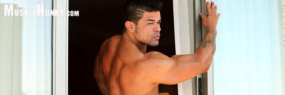 MuscleHunks Paul Popo
