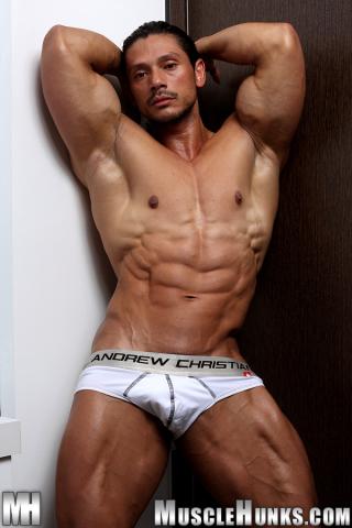 MuscleHunks Nino Sabrini