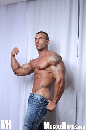 Ivan Valentino)(aka Gianluigi Volti) | Muscle hunks, Mens
