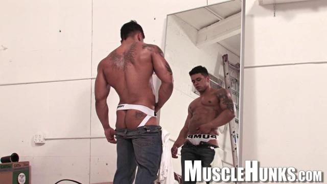MuscleHunks Rico Wolf
