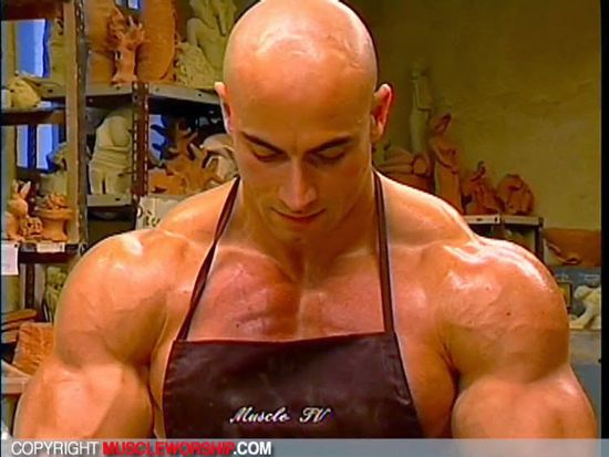 Muscle-Worship-Cinema-668-03