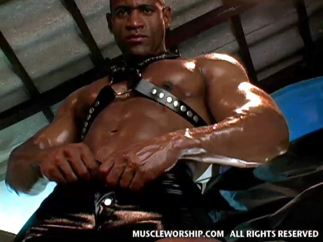 Cleber-Reis-Muscle-Worship-09