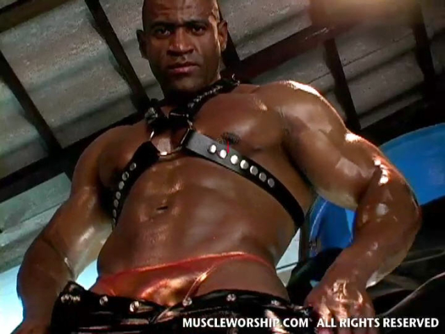 Cleber-Reis-Muscle-Worship-12