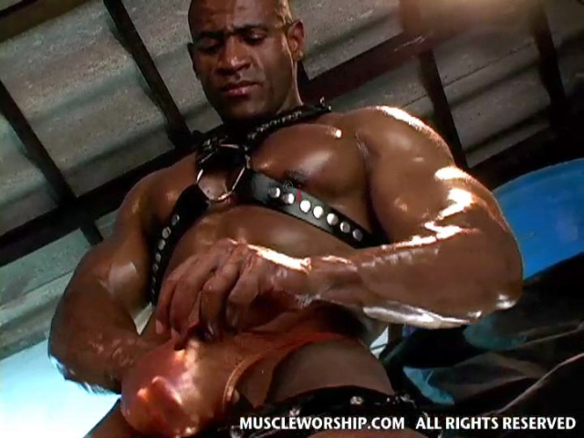 Cleber-Reis-Muscle-Worship-13