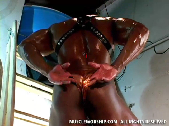 Cleber-Reis-Muscle-Worship-15