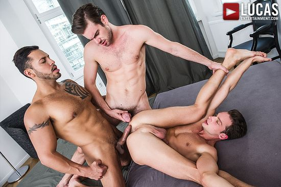 Zander Craze Shares His Meat With Damon Heart And Viktor Rom_03