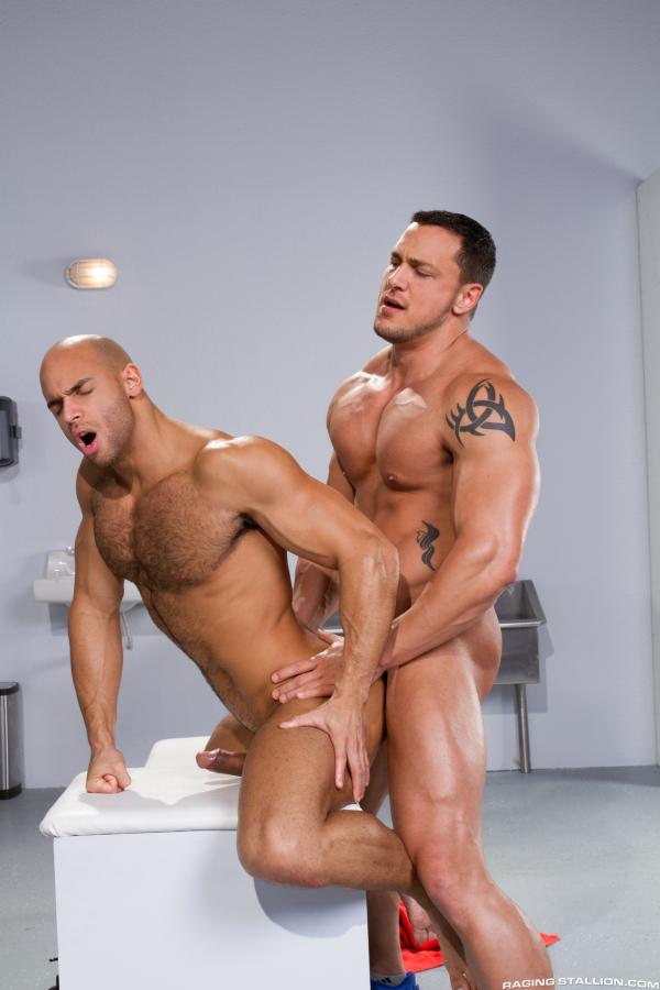 Buff gay porn sex in public musclemen have 9