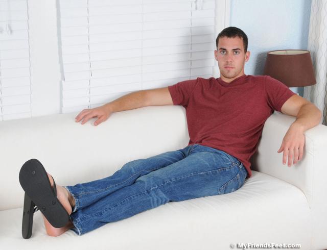 01 Koi Flip Flops & Size 9 1/2 Bare Feet