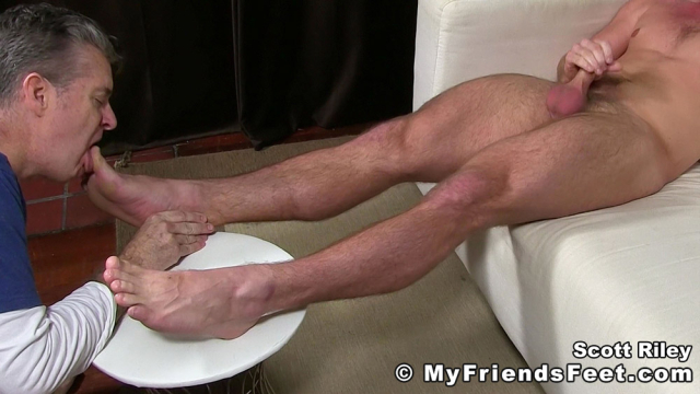 Scott Riley Has A New Foot Slave_16