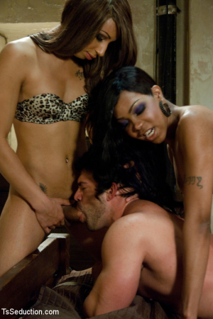 Sexy Jade, Honey FoXXX and Vince Ferelli8851_p_15
