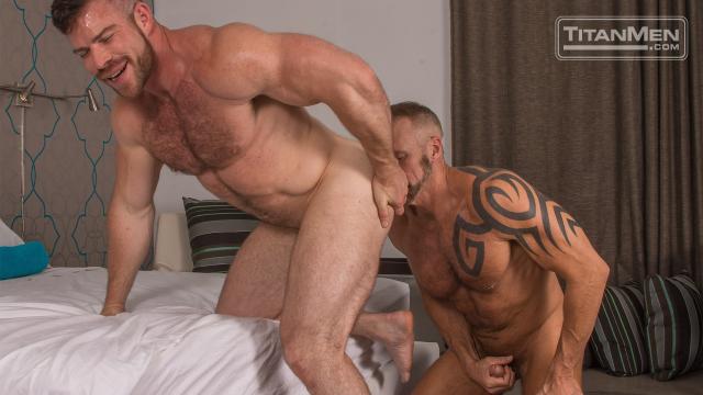 Kiss_action_1_DallasLiam_0402