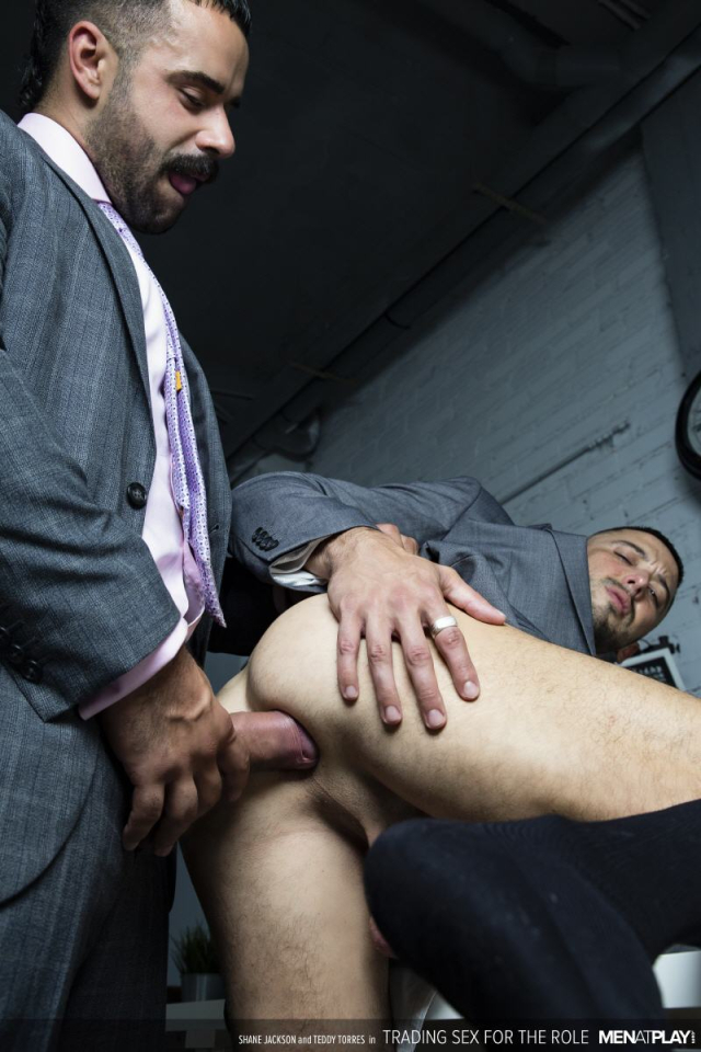 MENATPLAY_TRADING_SEX_FOR_THE_ROLE_18