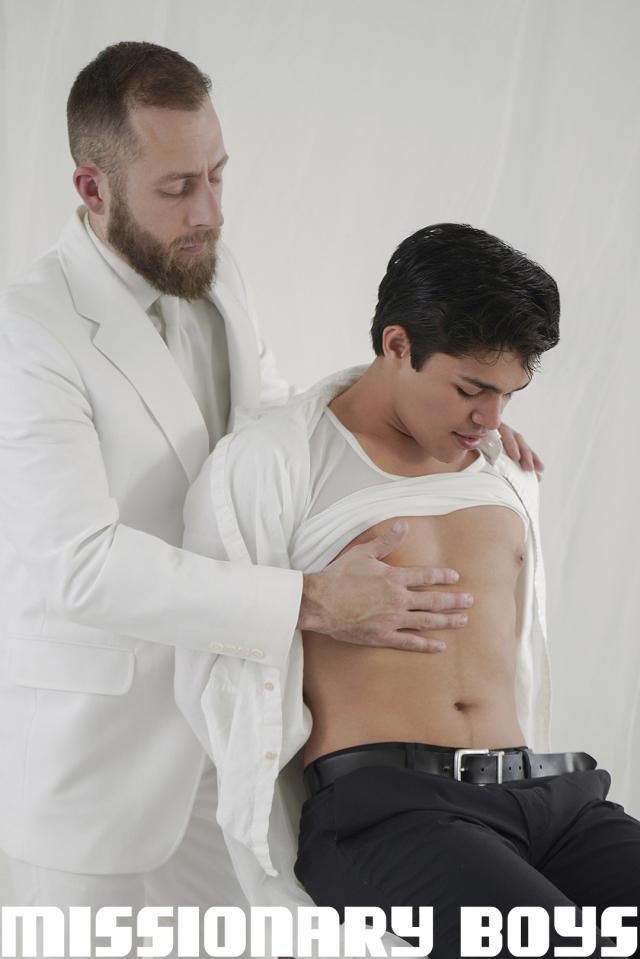 190410_mbz_04-missionaryboys-gay-daddy-son-sex_pic01