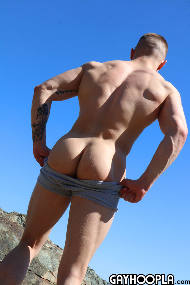 15940561952020-08-10-young-bodybuilder-jerks-off6