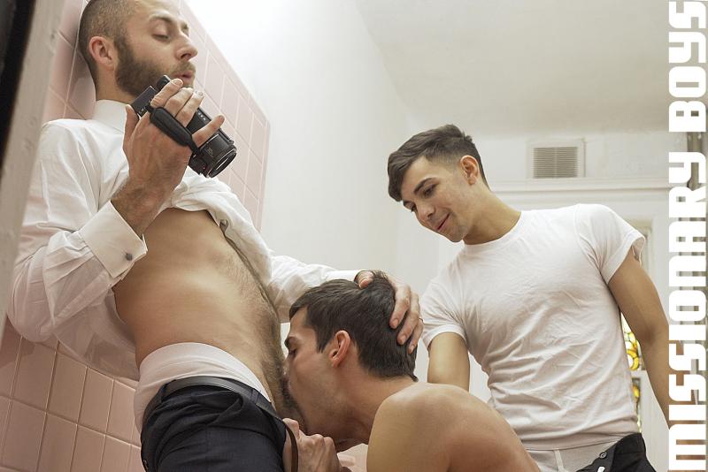 190203_mbz_09-missionaryboys-gay-daddy-son-sex_pic08