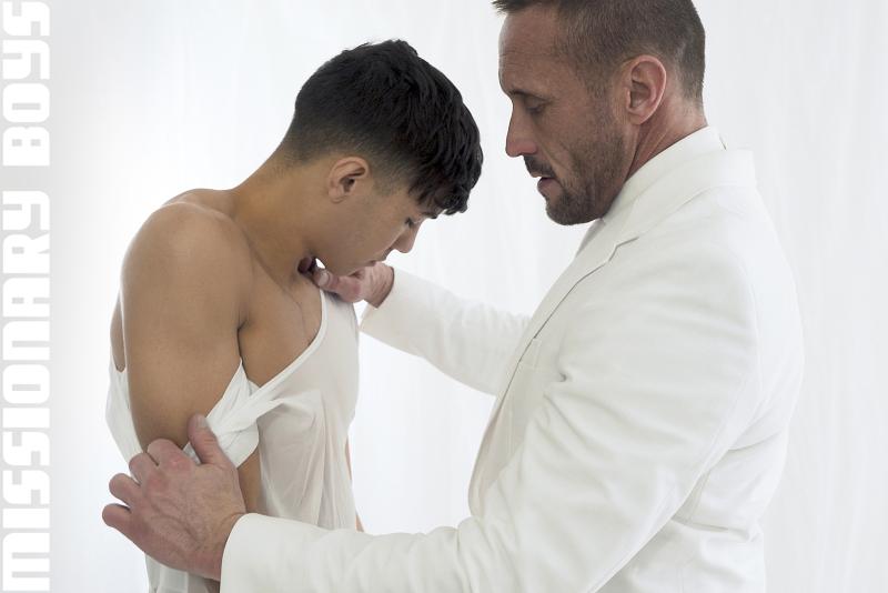 190203_mbz_06-missionaryboys-gay-daddy-son-sex_pic05
