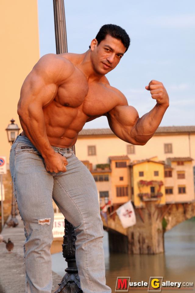 MuscleGallery Tarek Elsetouhi Near Ponte Vecchio