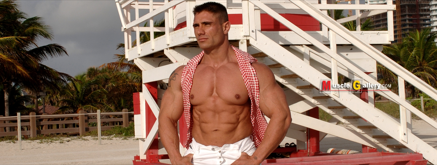 MuscleGallery Antonio Morales in South Beach