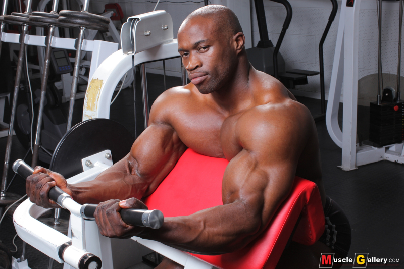 MuscleGallery Vusumzi Njisane: Gym Time in Cape Town