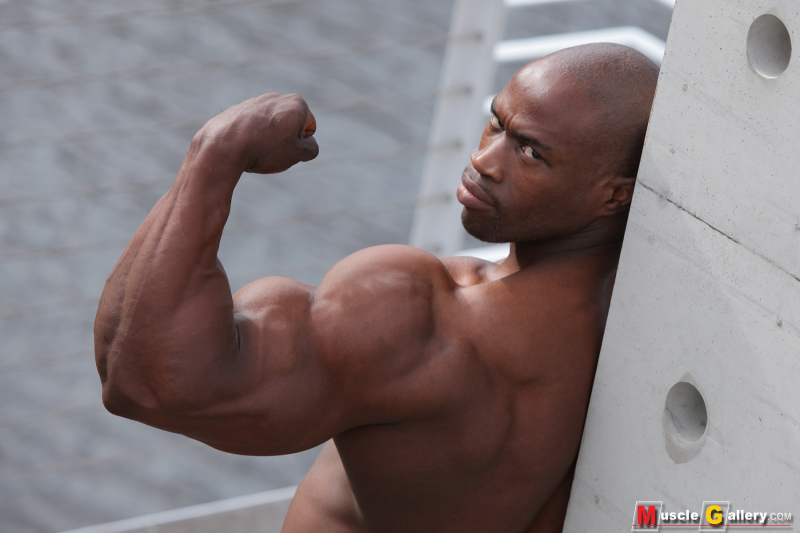MuscleGallery Vusumzi Njisane: Supreme Physique